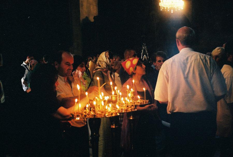 Nabożeństwo w Katedrze Sioni w Tbilisi, Wyprawa do Gruzji 2001, foto: Jarosław Fret