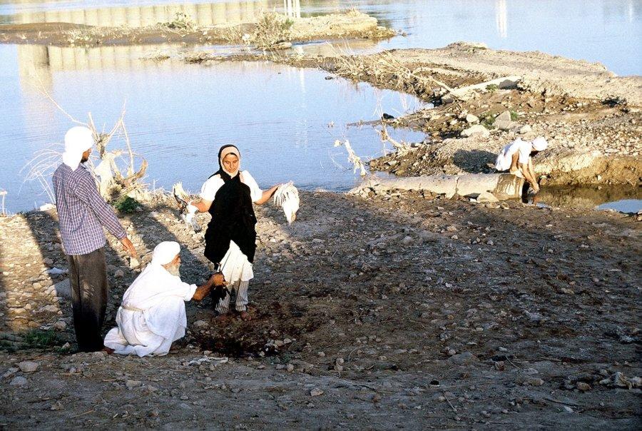 Rytualny ubój drobiu u Mandejczyków, wyprawa do Iranu 2002, foto: Kamila Klamut