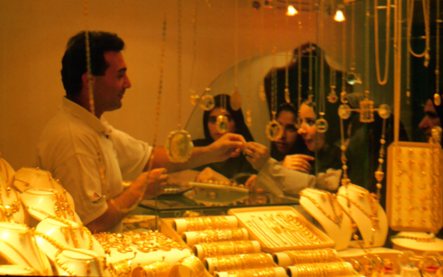 Mandejczycy przy pracy złotnika, wyprawa do Iranu 1999, foto: Jarosław Fret